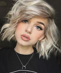 Changing your hair color isn't as simple as you think. Everything doesn't depend only on what colors you like, or what colors you think will suit your hair. Cute Hairstyles For Short Hair, Hairstyles Haircuts, Pretty Hairstyles, Short Hair Cuts, Short Hair Styles, Simple Hairstyles, Teenage Hairstyles, Bob Haircuts, Hairdos