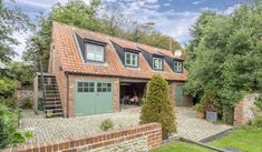 Tudor Cottage Annexe The beautiful Tudor Cottage Annexe is part of Tudor Cottage, a beautiful and lovingly restored Grade-II listed, bite-size Tudor manor house, set right in the centre of Wells-next-the-Sea, Norfolk,... #HolidayHomes  #Travel #Backpackers #Accommodation #Budget