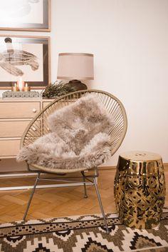 Der klassische Acapulco Chair (ein Mix aus Hängematte und Stuhl) gilt momentan als Must-have unter den Outdoor Möbeln. In Kombi mit einem wärmenden Fell oder weichen Kissen wird der stylische Stuhl auch drinnen zum Design-Favoriten.
