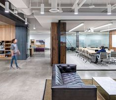 Best Modern and Gorgeous Office Interior Design Ideas – Futurist Architecture Cool Office Space, Office Space Design, Modern Office Design, Contemporary Office, Office Workspace, Office Interior Design, Interior Design Magazine, Corporate Interiors, Office Interiors