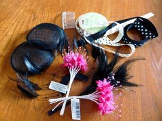 How to Make a Fascinator Use a wedding hat as a starter and expand onto that Facinator Hats, How To Make Fascinators, Fascinator Headband, Tea Party Hats, Kentucky Derby Hats, Millinery Hats, Diy Hat, Fancy Hats, Wedding Hats