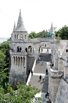 Bastión de los pescadores en Budapest (Hungría)...Fisherman's Bastion...one of my favorite places from my semester abroad.