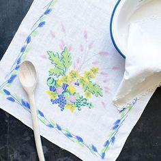 (1) Vintage 1950s Linen Tea Towel with Blue Grapes Pink Wheat – In The Vintage Kitchen Shop Vintage Enamelware, Vintage Pyrex, Vintage Kitchen, Real Kitchen, Kitchen Shop, Pink Color, Pink Blue, Complimentary Colors, Bubblegum Pink