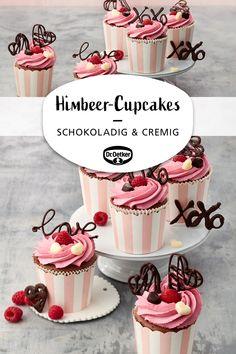 Chocolate raspberry cupcakes: Chocolate muffins with mascarpone cream and raspberries bar Chocolate Raspberry Cupcakes, Raspberry Brownies, Chocolate Muffins, Cupcakes Au Cholocat, Holiday Cupcakes, Dessert Simple, Valentines Day Food, Cupcake Creme, Savoury Cake