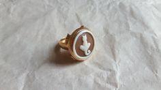 Ehi, ho trovato questa fantastica inserzione di Etsy su https://www.etsy.com/it/listing/239347078/italian-cameo-ring-handmade-shell-cameo