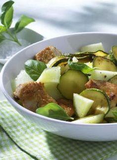 Zucchini-Melonen-Salat: http://kochen.gofeminin.de/rezepte/rezept_zucchini-melonen-salat-mit-putenbrust_338193.aspx