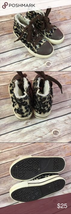 """Mini Boden Animal Print Leopard High Tops 29 11.5 Mini Boden Animal Print Leopard High Tops 29 11.5  Super cute shoes in good to very good used condition.  Lace up and side zip.  These are """"furry"""" and so cute.  Like Converse a bit.  #leopard #hightops #shoes #spots #everylittlegirlneedsleopard #likeconverse #shoes #kicks #brown #animalprint #minibodenbrandlove Mini Boden Shoes Sneakers"""
