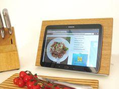 """Tablethalter Kochbuchhalter """"Eiche"""" von WoodMate auf DaWanda.com"""