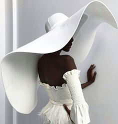 There were massive hats, a flurry of fringe, embroidery to the nines, sheer panels, and more unique looks for New York International Bridal Fashion Week. Photographie Portrait Inspiration, 2017 Bridal, Look Fashion, Fashion Design, Dress Fashion, Face Fashion, Fashion 2018, Fashion Fall, Fashion Pictures