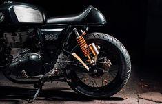 Bad girl! Royal Enfield Continental GT #CafeRacer by Buraq Motorcycles. Que pinta de malota tiene esta #RoyalEnfield ¿Qué es lo que más te gusta y lo que menos? www.caferacerpasion.com
