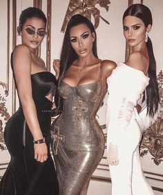 Kylie Jenner, Kim Kardashian West, and Kendall Jenner Kardashian Family, Kendall Jenner Style, Kylie Jenner, Fashion Models, 90s Fashion, Estilo Jenner, Reality Shows, Jenner Sisters, Costumes