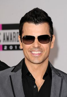 Jordan Knight from NKOTB. Yep... saw him in concert last night at the Loft in Atlanta... High School memory lane. Me and a 100 other moms in mid-life!