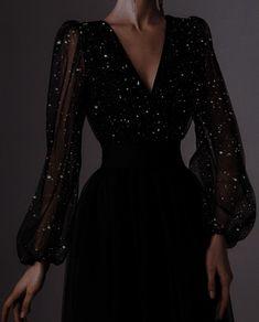 Elegant Dresses, Pretty Dresses, Beautiful Dresses, Ball Dresses, Ball Gowns, Prom Dresses, Dress Outfits, Fashion Dresses, Fantasy Gowns