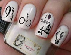 This series deals with many common and very painful conditions, which can spoil the appearance of your nails. SPLIT NAILS What is it about ? Nails are composed of several… Continue Reading → Harry Potter Nail Art, Harry Potter Film, Harry Potter Nails Designs, Cute Harry Potter, Cute Acrylic Nails, Cute Nails, Pretty Nails, Maquillage Harry Potter, Nail Art Designs