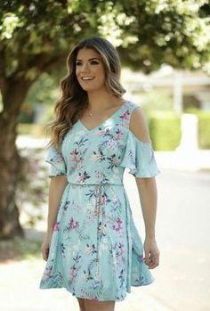 Such a pretty print! Lovely Dresses, Stylish Dresses, Stylish Outfits, Casual Dresses, Summer Dresses, Modest Fashion, Fashion Dresses, Everyday Dresses, Dress Patterns