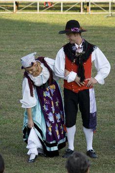 FolkCostume&Embroidery: Rhaetian costumes, part Friuli or Furlan Northern Italy Map, Italian Dialects, Folk Costume, Costumes, Croatian Islands, Local Festivals, Folk Clothing, Look Older, Folk Dance