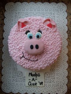 Pig Cake - This cake was made of a Pork BBQ - choclate cake in a round pan. Nose is a cake cut out, covered in pink fondant. Fondant ears and eyes. Buttercream frosting for the rest of the cake! Farm Animal Birthday, Farm Birthday, Birthday Ideas, Piggy Cake, Pig Birthday Cakes, Farm Cake, Pig Party, Farm Party, Peppa Pig