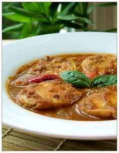 Vindaloo is the Indian curry dish from the state of Goa, the smallest state in India. It is relatively milder in taste compared to other I. Egg Curry, Curry Rice, Egg Recipes Indian, Ethnic Recipes, Rice Side Dishes, Vindaloo, Curry Dishes, Egg Dish, Indian Curry
