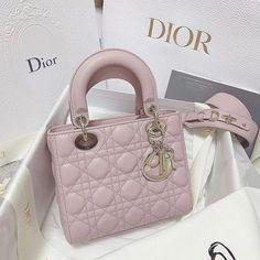 louis vuitton bag, chanel bag, gucci bag and Trendy Handbags, Classic Handbags, Prada Handbags, Purses And Handbags, Pink Purses, Lady Dior, Hermes Bags, Gucci Bags, Luxury Bags