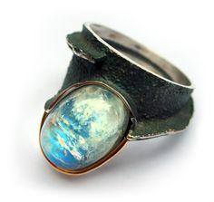 Elisenda de Haro.:Contemporary jewelery, moonstone and silver