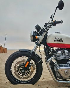 Royal Enfield Bullet, Bike Photography, Photoshop Photography, Bullet Modified, Gt Continental, Royal Enfield Wallpapers, Royal Enfield Modified, Enfield Bike, Fantastic Wallpapers