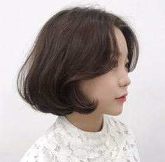 Short Hairstyles For Women, Girl Hairstyles, Midi Hair, Medium Hair Styles, Curly Hair Styles, Korean Short Hair, Bob Styles, Girl Short Hair, Brunette Hair