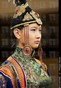 Mongolian woman in traditional costume with headdress. Mongolia Fashion show at Torgo house. Mongolia, Traditional Fashion, Traditional Dresses, Folk Costume, Costumes, Beautiful Outfits, Beautiful Women, People Of The World, Historical Costume