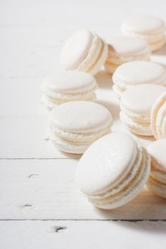 How to Make Winter White Macarons White Food Coloring, Gel Food Coloring, Macarons, How To Make Macaroons, Baking Recipes, Dessert Recipes, Cookie Recipes, White Desserts, Plated Desserts