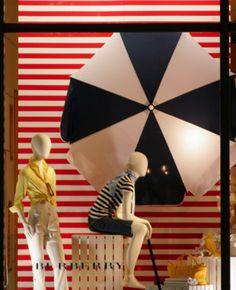 Cara e sabor de verão nas vitrines e nas lojas. Seleção especial para inspirar by Consultório do Varejo #varejo #retail #vitrine #visualmerchandisig #vitrinismo