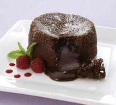 Recipe Molten Chocolate Cakes by wandzee, learn to make this recipe easily in your kitchen machine and discover other Thermomix recipes in Desserts & sweets. Thermomix Pan, Thermomix Desserts, Sweets Recipes, Just Desserts, Cake Recipes, Cupcakes, Cupcake Cakes, Molten Lava Cakes, Chocolate Lava Cake