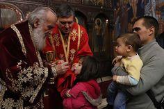 Његова Светост Патријарх српски г. Иринеј служио је 25. децембра 2016. године, на Материце и празник Светог Спиридона Чудотворца, свету а...