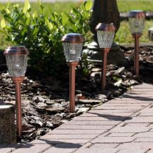 These 6 Charleston solar pathway lights with a heritage copper finish are ideal for lining pathways, driveways, gardens or your favorite outdoor area.