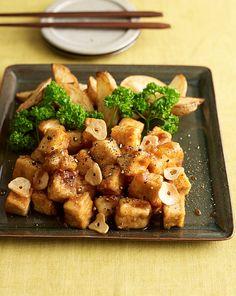 豆腐が主役のサイコロステーキ。つけ合わせのじゃがいもとオニオンソースで食べごたえ充分!