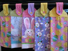 DIY hanging towels - I like that she stitched an inch up from the bottom as well as the bottom of the hanging fabric Easy Sewing Projects, Sewing Projects For Beginners, Sewing Hacks, Sewing Tutorials, Sewing Crafts, Sewing Tips, Organizing Crafts, Sewing Ideas, Hanging Towels