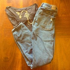 American eagle distressed jeggings Really good worn condition! Holes were not made purposely they came like that. 76% cotton 23% rayon 1% spandex American Eagle Outfitters Jeans