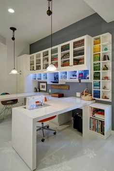 Craft Rooms to Inspire You - Closet Factory An all white design provides a blank slate in this custom sewing station, allowing your colorful supplies to pop behind glass Craft Room Design Ideas (Creative Rooms) Spacious Sewing Room in Contem Sewing Room Design, Craft Room Design, My Sewing Room, Sewing Spaces, Sewing Office Room, Ikea Sewing Rooms, Sewing Closet, Art Studio Design, Sewing Room Organization