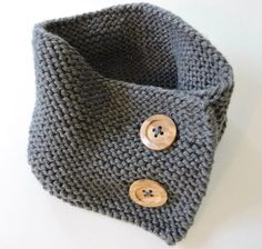 Woodsy Button-up Neck Warmer | This neck warmer knitting pattern is so simple and classic.
