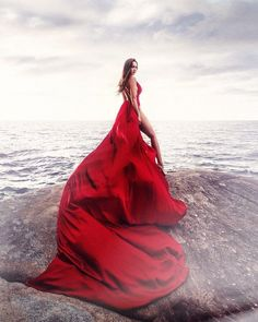 Red Flowy Dress, Dress Long, Photoshoot Themes, Photoshoot Dresses, Gala Dresses, Evening Dresses, Red Gowns, Flowing Dresses, Foto Pose