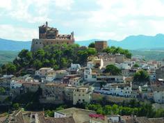 AD06: De klim naar de Basilica de la Vera Cruz wordt beloond met een prachtig uitzicht over het stadje Caravaca de la Cruz.