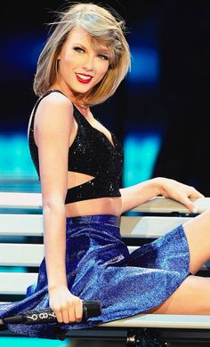 fun fact : This is Taylor's favorite outfit from the 1989 tour