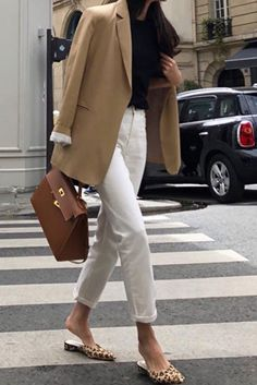 How to wear white jeans for Fall - Women Jeans - Ideas of Women Jeans - nice How to wear white jeans for Fall Happy September! I love wearing my white jeans during fall and I am constantly looking for inspiration to style them. Since it stays Outfit Jeans, Jeans Outfit For Work, Summer Work Outfits, Fall Outfits, Office Outfits, Cream Jeans Outfit, Office Attire, Office Uniform, White Jeans Winter Outfit