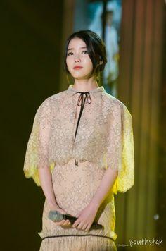141116 아이유 멜론뮤직어워드 사진 : 네이버 블로그 Iu Fashion, Fashion Dresses, Ailee, Korean Dress, Blue Wedding Dresses, Stage Outfits, Korean Celebrities, Beautiful Asian Women, Korean Beauty