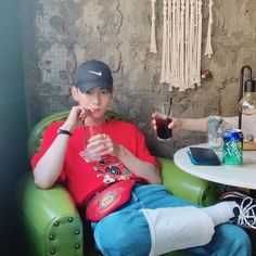 아... 손!!! Kim Kibum, Forever Yours, Key Design, Jonghyun, Electronic Music, Kpop Boy, Pop Group, Baby Boy, Poses
