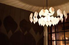 Φωτιστικό οροφής με καπέλο από φύλλα σε δύο μεγέθη by d.Mod