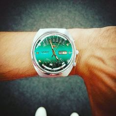 We're digging the beautiful emerald dial on @thazior's vintage Multi-Calendar…