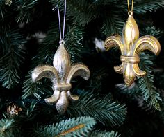 Fleur de lis ornaments