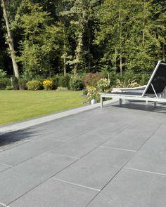 Grossformatige elegante Gartenplatten Cleanstone. www.betonchristen.ch