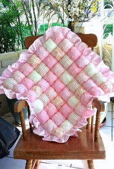 This puff blanket features a 100% cotton front with a swirl rose minky back and edged with a satin ruffle. This blanket measures approx 28x28,