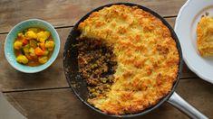 A Brit-szigetek egyik legkirályabb húsos étele a pásztor pite: egy… Piccalilli, Fish Recipes, Brie, Quiche, Macaroni And Cheese, Good Food, Food And Drink, Cooking Recipes, Keto