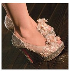 Flowers, lace and glitters in shoes = want